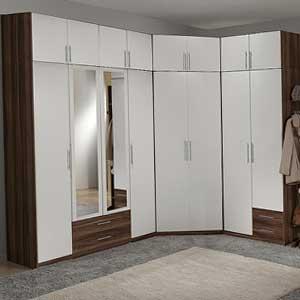 Угловой распашной шкаф на заказ с зеркальными дверями