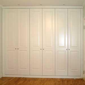 Встроенный распашной шкаф на заказ 6 дверей