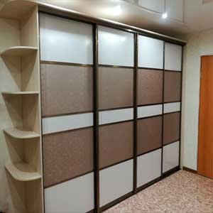 Корпусный шкаф-купе на заказ 3 двери с зеркалом
